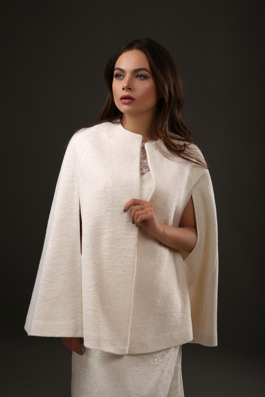 Свадебная накидка-пончо из шерсти